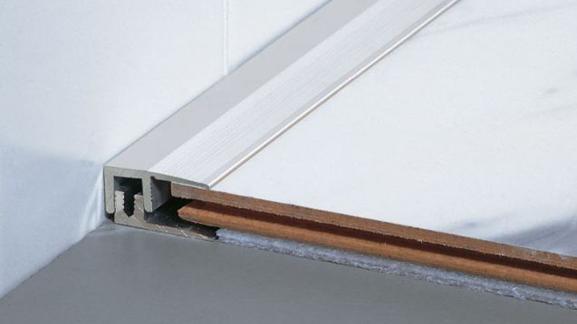 bergang fliese parkett ohne schiene meister perfekte des bei einer geflzten tr mm alu. Black Bedroom Furniture Sets. Home Design Ideas