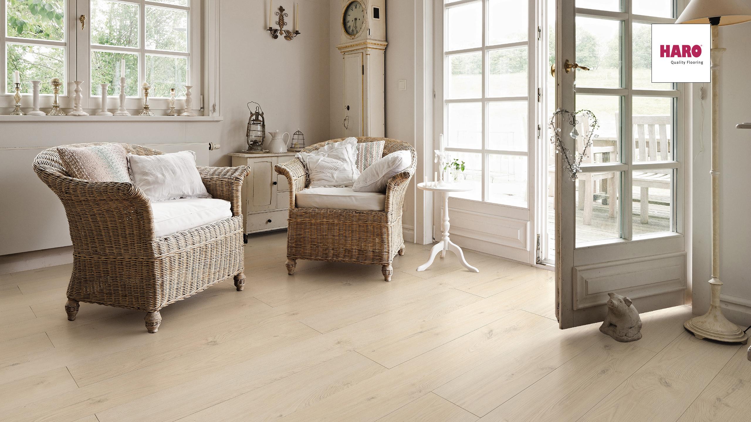 seite 4 eichendekor nicht nur im parkettsegment ein renner. Black Bedroom Furniture Sets. Home Design Ideas