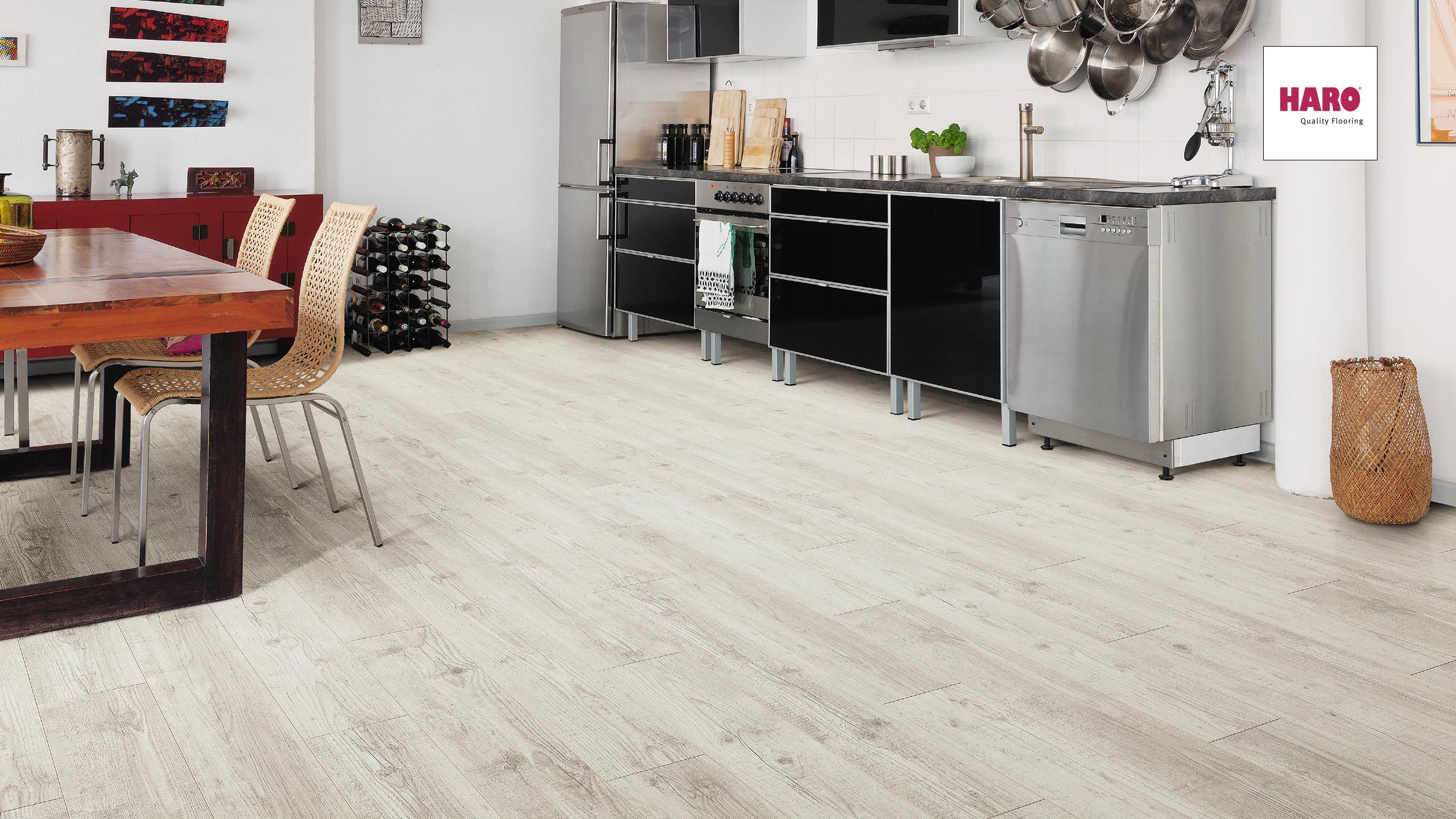 laminat im schiffsbodendesign ein wahrer klassiker. Black Bedroom Furniture Sets. Home Design Ideas